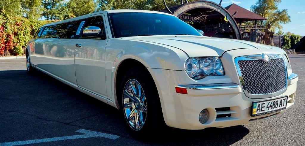 "CHRYSLER 300C ""VERSACE"""